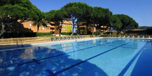 Located on Pals Beach on the Costa Brava, these apartments have direct access to Pals Golf Course. The complex offers an outdoor pool, tennis courts and discounts on green fees.