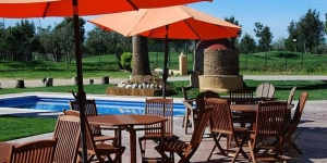 Located next to Castelló d'Empúries pitch and putt golf course, this rural hotel offers a seasonal outdoor pool and free Wi-Fi. Air-conditioned rooms have flat-screen satellite TV and free slippers.