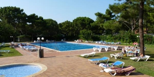 Camping Neptuno is set among pine trees, 2 km from Playa de Pals Beach and Pals Golf course. It offers a large seasonal outdoor pool and children's pool, tennis, paddel and basketball courts.