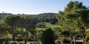 This country house is set in forest, 5 minutes' walk from the centre of Calella de Palafrugell. It offers a large garden with an outdoor pool.