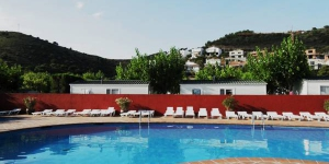 A diving school, seasonal outdoor pool and children's play area can be found at Camping Sant Miquel. Located a 10-minute walk from Colera Beach, its modern bungalows offer private bathrooms and well-equipped kitchenettes.