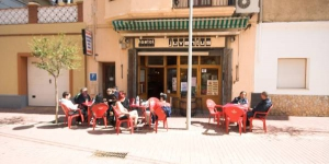 Offering simple rooms with free Wi-Fi, Hostal Juventus is just 20 metres from Portbou Beach and a 5-minute walk from the train station. It serves a continental breakfast in its café-bar.