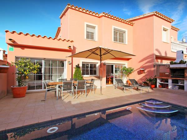Four-Bedroom Villa Empuriabrava Girona 1