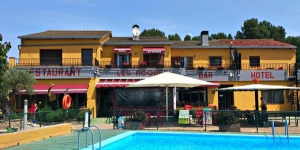 This family-run hotel offers a seasonal outdoor pool and bright rooms with free Wi-Fi, flat-screen LCD TV and a coffee maker. Figueres and the Costa Brava are just 20 km away.