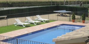 Offering an outdoor pool, terrace and garden, Mas Miquel is located in the picturesque village of Esponellá. Free Wi-Fi throughout and parking on site are available.