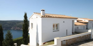 This detached holiday home with is located at the highest point of Montgó mountain. in the beach resort of L Escala.