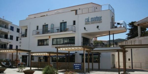 Cal Mariner is just yards from the Blue Flag-certified beach, in the Costa Brava fishing village of Port de la Selva. Each air-conditioned room offers satellite TV and a balcony.